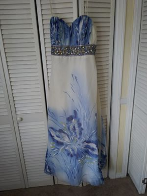 Beautiful dress for Sale in Spring Valley, CA