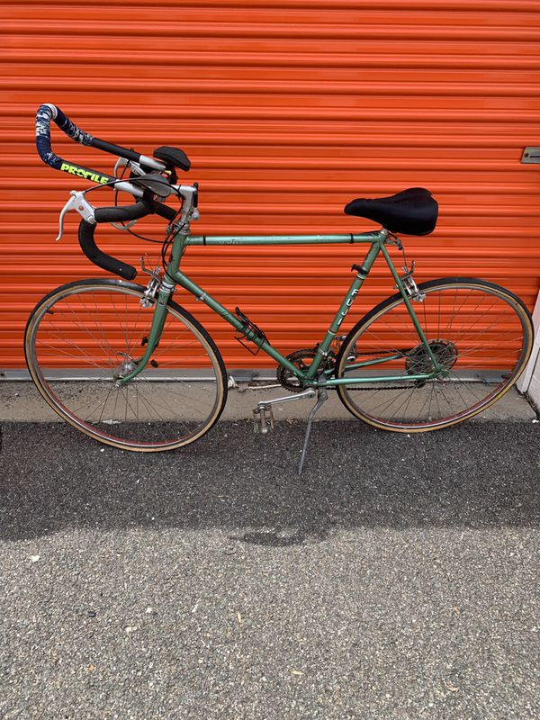 4 name brand bicycles with accessories!