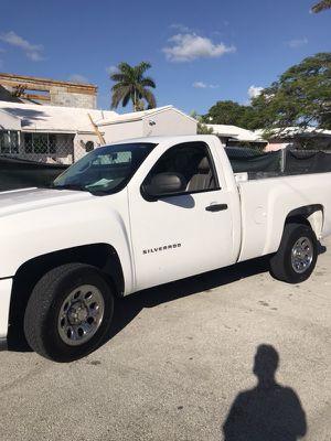 Chevrolet Silverado 1500 year 2011 for Sale in Miami Beach, FL