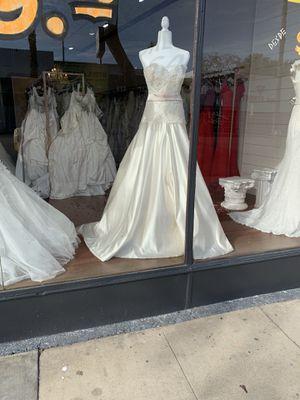 Vestidos de novia por mayoreo for Sale in Lakewood, CA