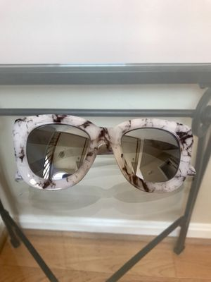 QUAY SUGAR & SPICE MARBLE MIRRORED SUNGLASSES Like New for Sale in Ashburn, VA