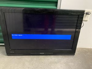 Toshiba TV 35inch for Sale in Forestville, MD