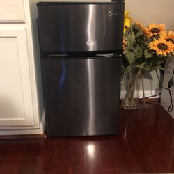 Mini Fridge With Separate Freezer for Sale in Washington,  DC