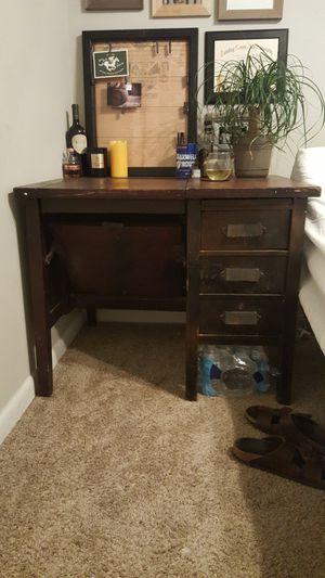 Antique desk! Beautiful wood! for Sale in Nashville, TN
