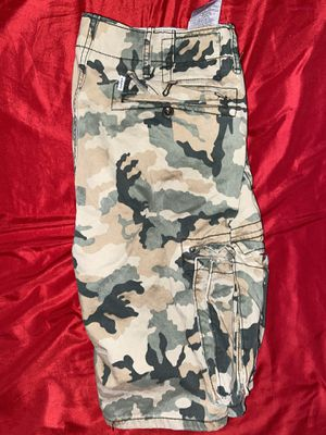 Size 30 Men's Levi's green camouflage cargo shorts 🩳 for Sale in San Antonio, TX