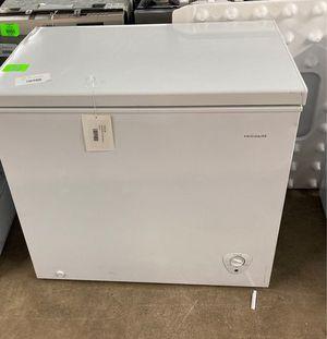 Frigidaire deep freezer FFFC07M to you W 3QN for Sale in San Antonio, TX