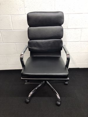 BRAND NEW BLACK/CHROME ADJUSTABLE MANAGERS OFFICE CHAIR for Sale in Lawrenceville, GA