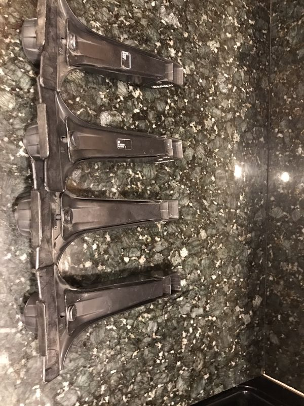 Thule roof rack feet only anchors parts, no cross bars