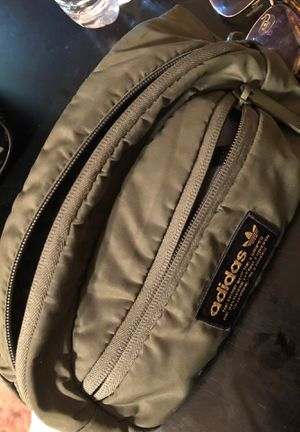 ADIDAS FANNY PACK OLIVE GREEN for Sale in San Bernardino, CA
