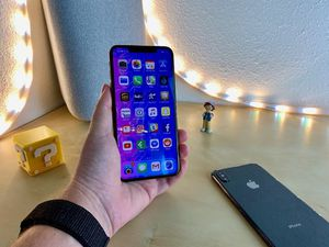 iPhone XS man for Sale in Mesa, AZ