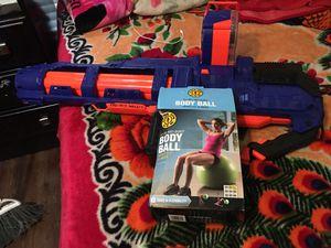 Nerf gun y una pelota para Ejercicios for Sale in Mesquite, TX