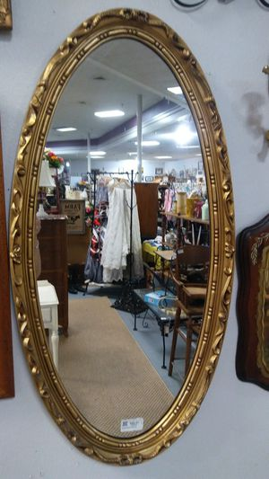 Beautiful Oval Gold Leaf Mirror for Sale in Eustis, FL