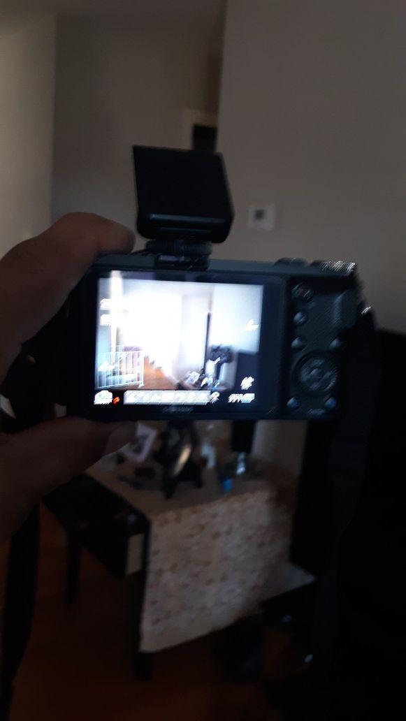 20 MG pixeles Digital Camera