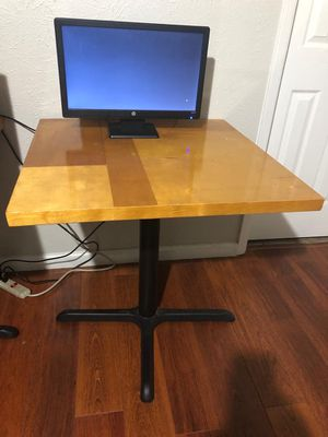 Desk/ Small table for Sale in Irving, TX