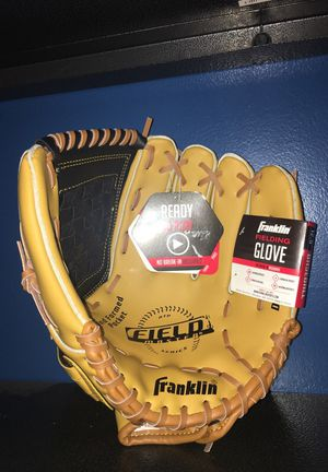 Baseball glove for Sale in Blacklick, OH