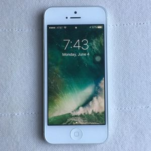 Apple IPhone 5 32GB AT&T ICloud Unlocked Like New for Sale in Annandale, VA