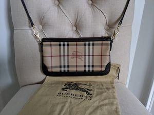 Authentic Burberry Crossbody for Sale in Cincinnati, OH