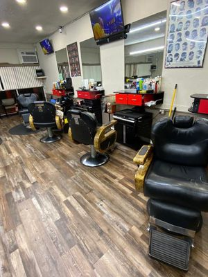 4 barber chairs for Sale in Fort Lauderdale, FL
