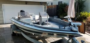 1985 glastron bass boat 19' with A 150 black Max Mercury for Sale in Carmichael, CA