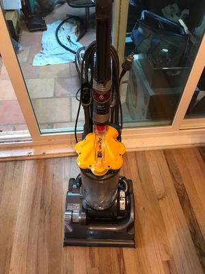 Dyson dc 33 used (like new). Mint condition great vacuum great value for Sale in University Place, WA