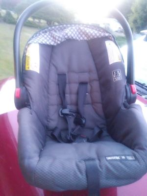 Baby car seat for newborn for Sale in Aberdeen, WA