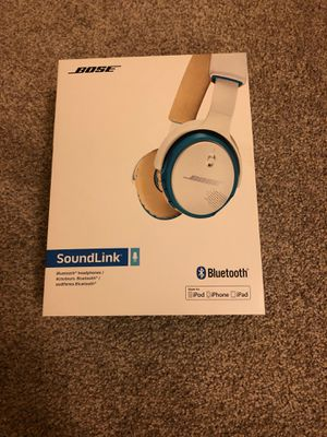 Bose SoundLink around-ear wireless headphones -White for Sale in Menifee, CA