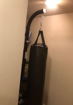 Everlast punching bag for Sale in Issaquah, WA