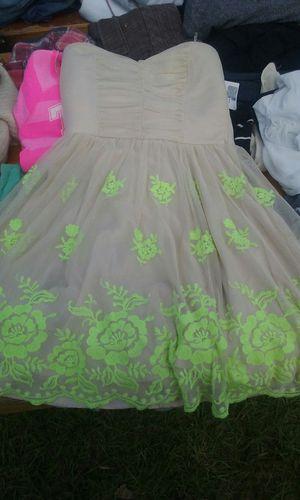 Girls short strapless prom dress for Sale in Houston, TX