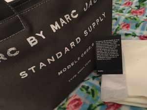 MARC BY MARC JACOBS SMALL TOTE HANDBAG for Sale in Newcastle, WA