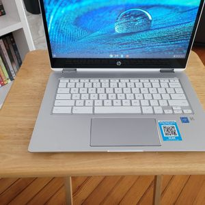 """HP - 2-in-1 14"""" Touch-Screen Chromebook - Intel Core i3 - 8GB Memory - 64GB eMMC Flash Memory - Mineral Silver for Sale in New Rochelle, NY"""
