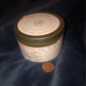 VANILLA ORCHID CANDLE for Sale in Berwyn, IL