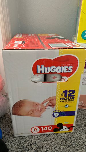Newborn diapers (HUGGIES) for Sale in Kissimmee, FL