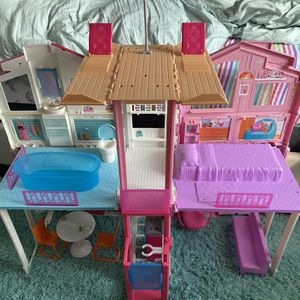 Barbie Dream House With Accessories In Good Condition Ready For Another Little Girl To Play🥰 for Sale in Hallandale Beach, FL