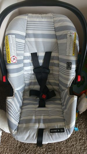 Car seat (Graco snugride 30 ) with Base for Sale in North Tonawanda, NY