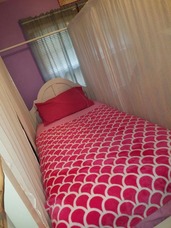 Canapé White Twin Bed