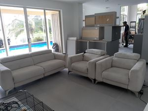Electric recliner set sofas perfect condition for Sale in Fort Lauderdale, FL