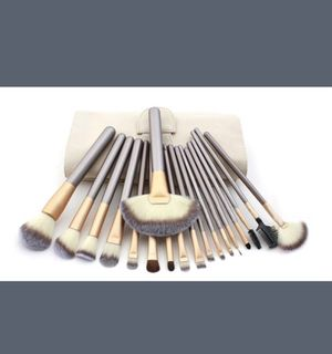 NEW Gold 12-pc makeup brush set and case for Sale in Herriman, UT