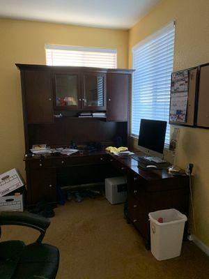 Large L shaped desk for Sale in Elk Grove, CA