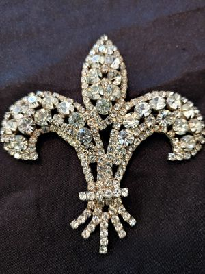 Old rhinestone brooch for Sale in Las Vegas, NV