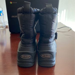 Northside Snow Boots Size 6/children's for Sale in Las Vegas, NV