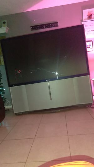 Free 65 inch projector tv for Sale in NEW PRT RCHY, FL