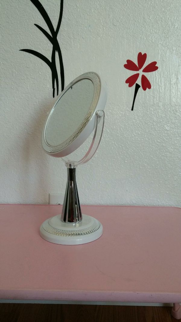 Double Sided Vanity Makeup mirror with 1x/10x Magnification