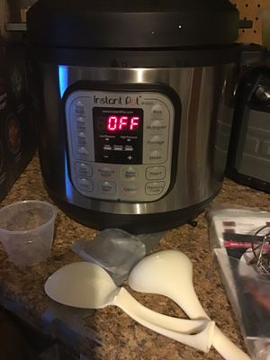 Instant pot 6Qt 7in1 programmable Pressure cooker Like new excellent condition open box never used for Sale in Las Vegas, NV