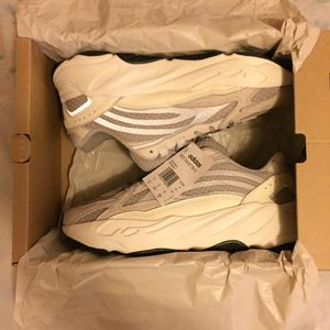 Yeezy Boost Static 700s Size 8.5 for Sale in Chicago, IL