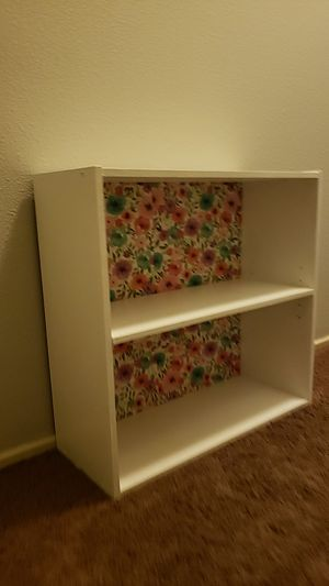 Small bookcase for Sale in Wildomar, CA