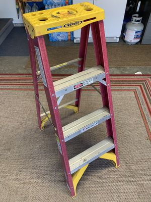 Werner 4ft fiberglass ladder in excellent condition for Sale in Gallatin, TN