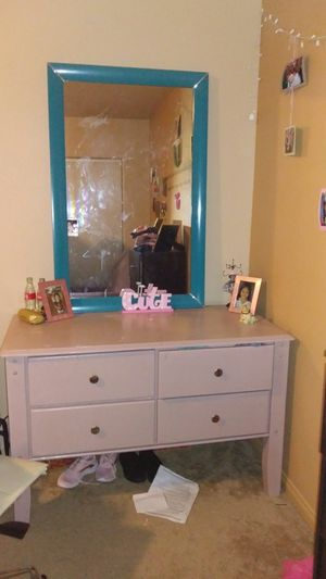 Dresser mirror for Sale in Las Vegas, NV