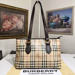 BURBERRY Nova Check Haymaker Tote Bag 💼 for Sale in Mesa,  AZ