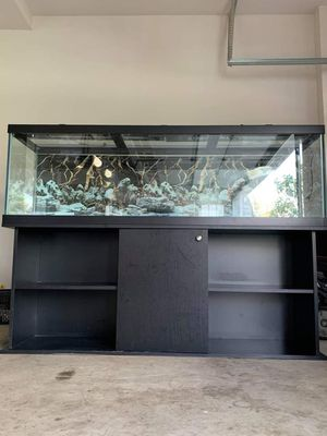 125 gallons aquarium fish tank with stand, lids and light. for Sale in West Chicago, IL