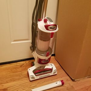 NEW cond SHARK ROTATOR VACUUM WITH COMPLETE ATTACHMENTS, ACCESSORIES, AMAZING POWER SUCTION, WORKS EXCELLENT, IN THE BOX for Sale in Federal Way, WA